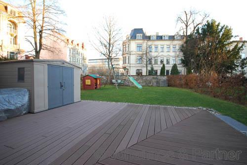 große Terrasse und eigener Garten