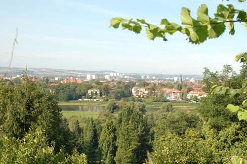 herrlicher Blick über Elbe und Dresden aus dem Garten