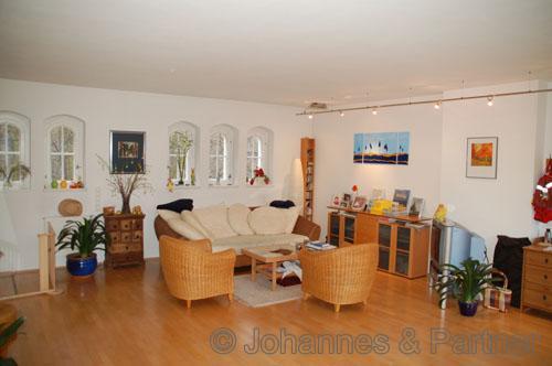 Wohnzimmer mit hochwertiger und dimmbarer Beleuchtung