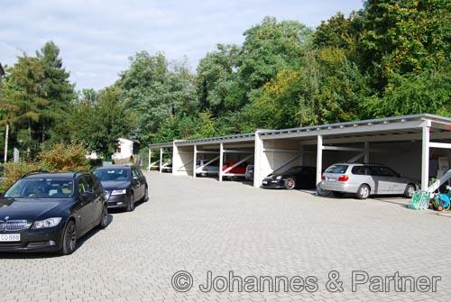 Carports hinterm Haus