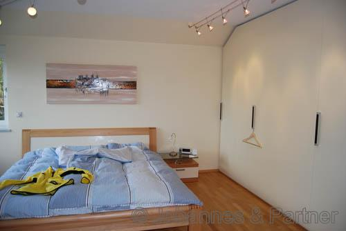 Schlafzimmer mit exklusivem Einbauschrank