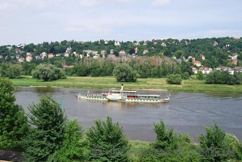 herrlicher Blick vom Balkon auf Elbe und Elbhang