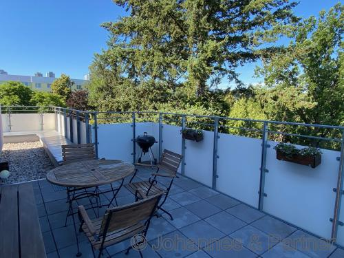 Terrasse und Ausblick ähnlich