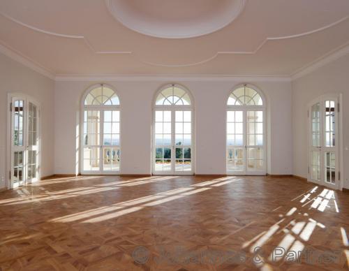 großes, helles Wohnzimmer (ähnlich)