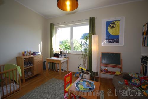 großes Kinderzimmer 3 bzw. Arbeitszimmer in der oberen Ebene