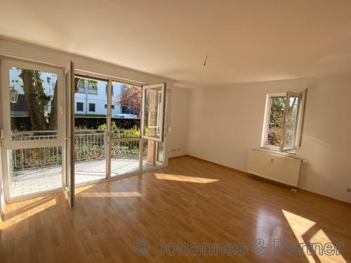 großes und helles Wohnzimmer