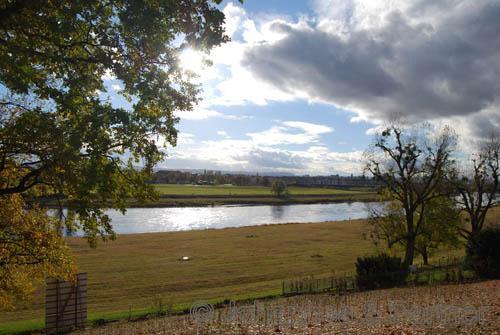herrlicher Blick vom Grundstück über Elbe und Dresden