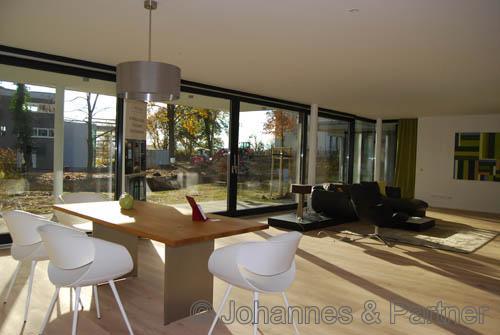 großes, helles Wohnzimmer ähnlich (Beispiel-Wohnung)