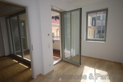 Küche und Balkon