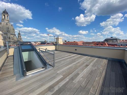 große, sonnige Dachterrasse mit herrlichem Ausblick