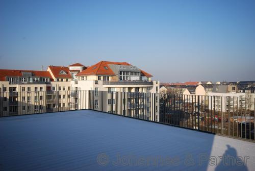große Dachterrasse und Ausblick