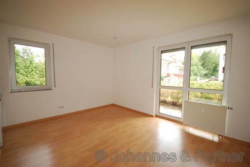 Wohnzimmer mit Terrasse ähnlich