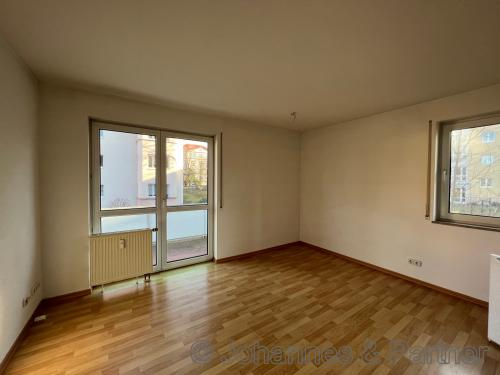 Wohnzimmer  (ähnlich mit Balkon)
