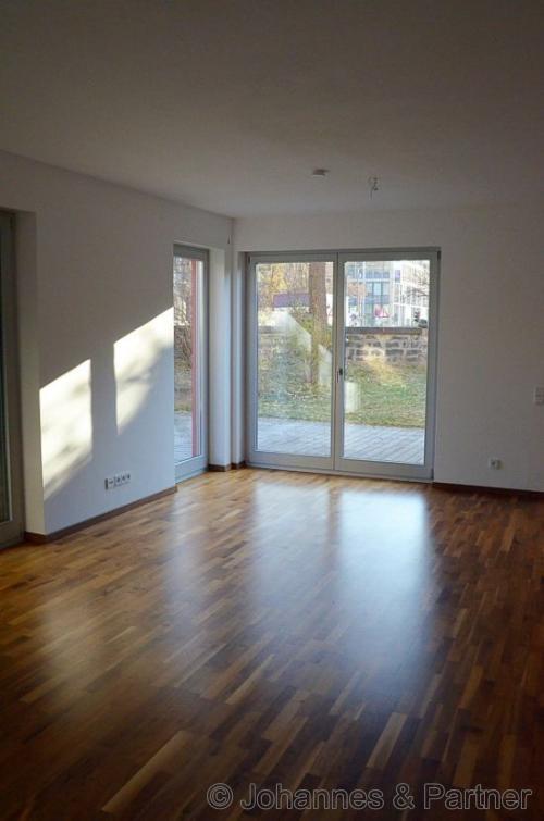 großes helles Wohnzimmer