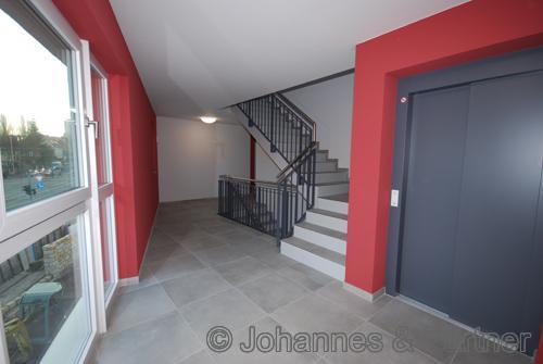 schönes und modernes Treppenhaus