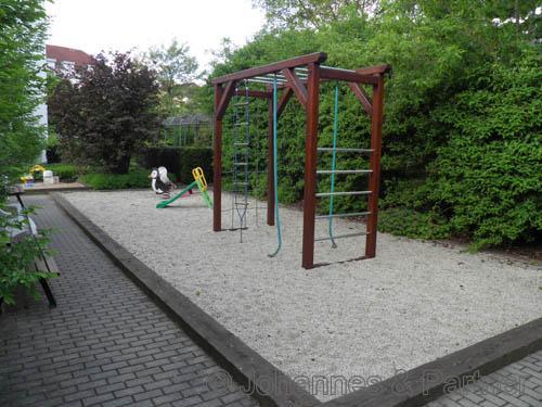 kleiner Spielplatz zur Nutzung