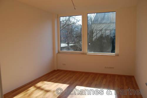 großes, helles Zimmer