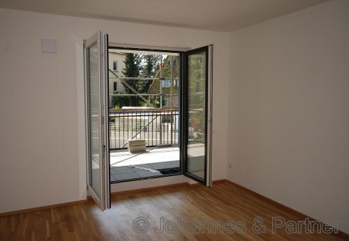 Zimmer mit großem Balkon