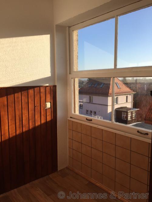 sonnige Loggia (Bild aus der baugleichen Wohnung darüber)