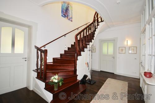Treppe innerhalb der Wohnung vom Obergeschoss ins Dachgeschoss