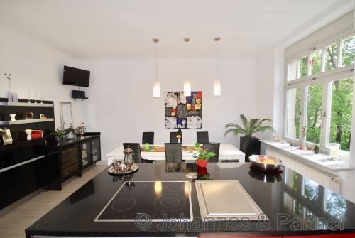 große und sehr helle Wohnküche im Obergeschoss