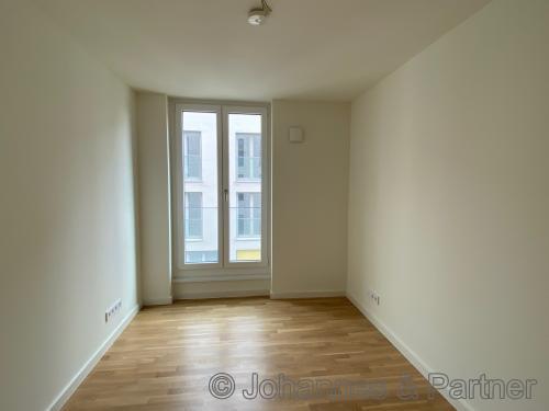 großes, helle Zimmer