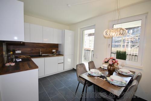 große, helle Küche (Beispiel Einbauküche Musterwohnung)