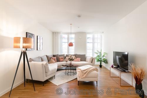 großes, helles Wohnzimmer (Beispiel Musterwohnung)