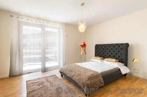 großes, helles Schlafzimmer (Beispiel Musterwohnung)
