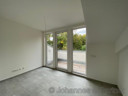 Zimmer mit Balkon in der oberen Ebene
