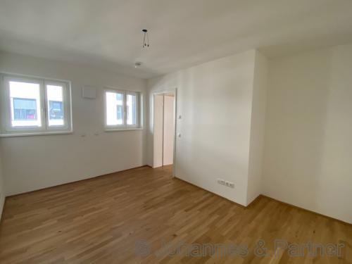 großes, helles Schlafzimmer