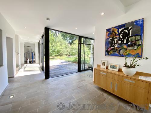 heller und moderner Eingangsbereich
