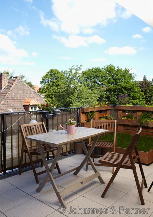 großer Balkon nach Westen an Küche und Wohnbereich