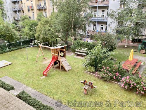 begrünter Innenhof mit Gemeinschaftsgarten & Spielplatz