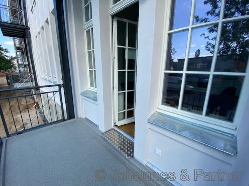 großer Balkon (hier Musterwohnung)