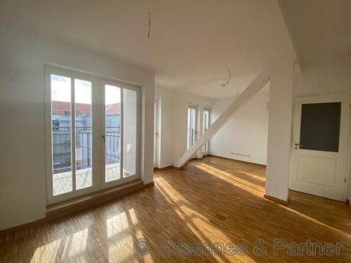 großes, helles Wohnzimmer (Beispielfoto)