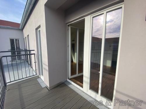 großer Balkon (Beispielfoto)