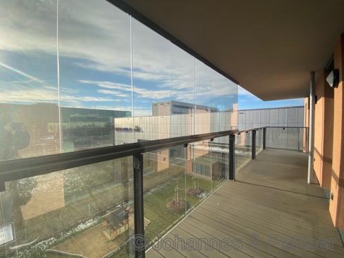 Balkon teilweise verglast