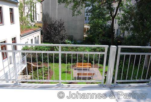 großer Balkon (Foto aus der Wohnung darüber)