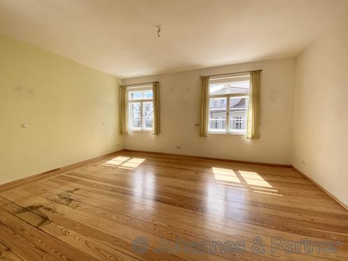große und helle Zimmer (Komplettrenovierung erfolgt Anfang Juni)