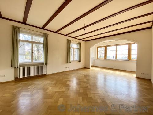 großes Wohnzimmer (Komplettrenovierung erfolgt Anfang Juni)
