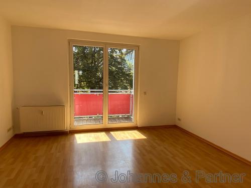 Wohnzimmer mit Balkon (ähnlich)