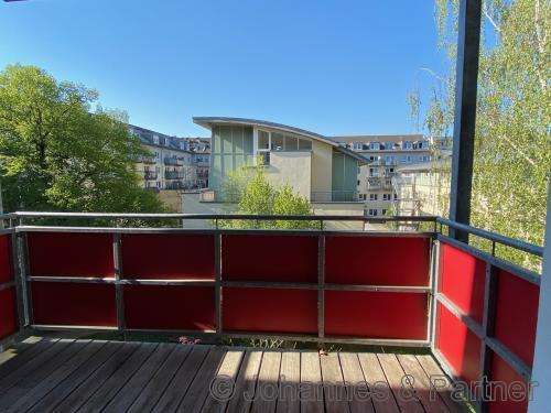 großer Balkon (Ausblick ähnlich)