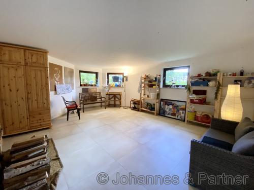 großer und tagheller Hobbyraum/Zimmer im Souterrain